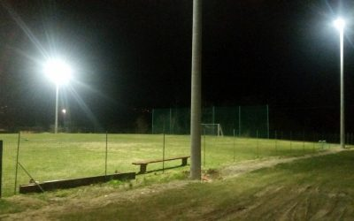 Razsvetljeno travnato igrišče